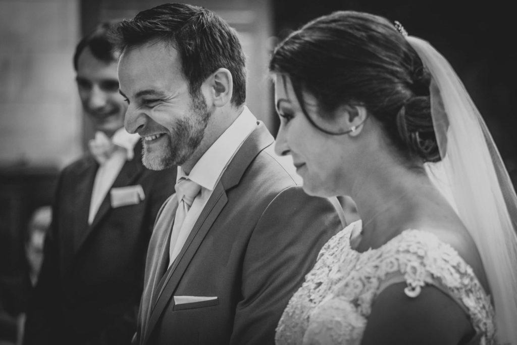 Le bonheur des mariés lors de leur cérémonie religieuse
