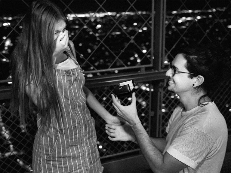 Demande en mariage à Paris au sommet de la tour Eiffel